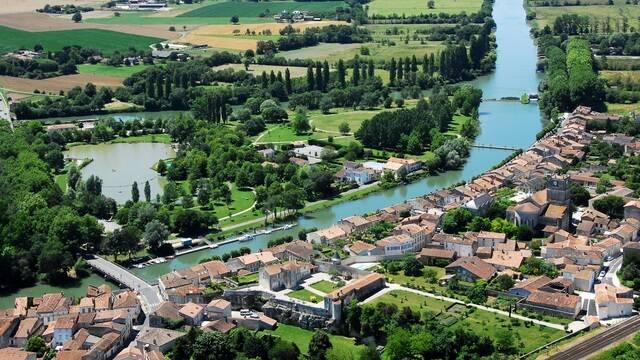 Zicht op de Charente in Saint Savinien - ©FDHPA17