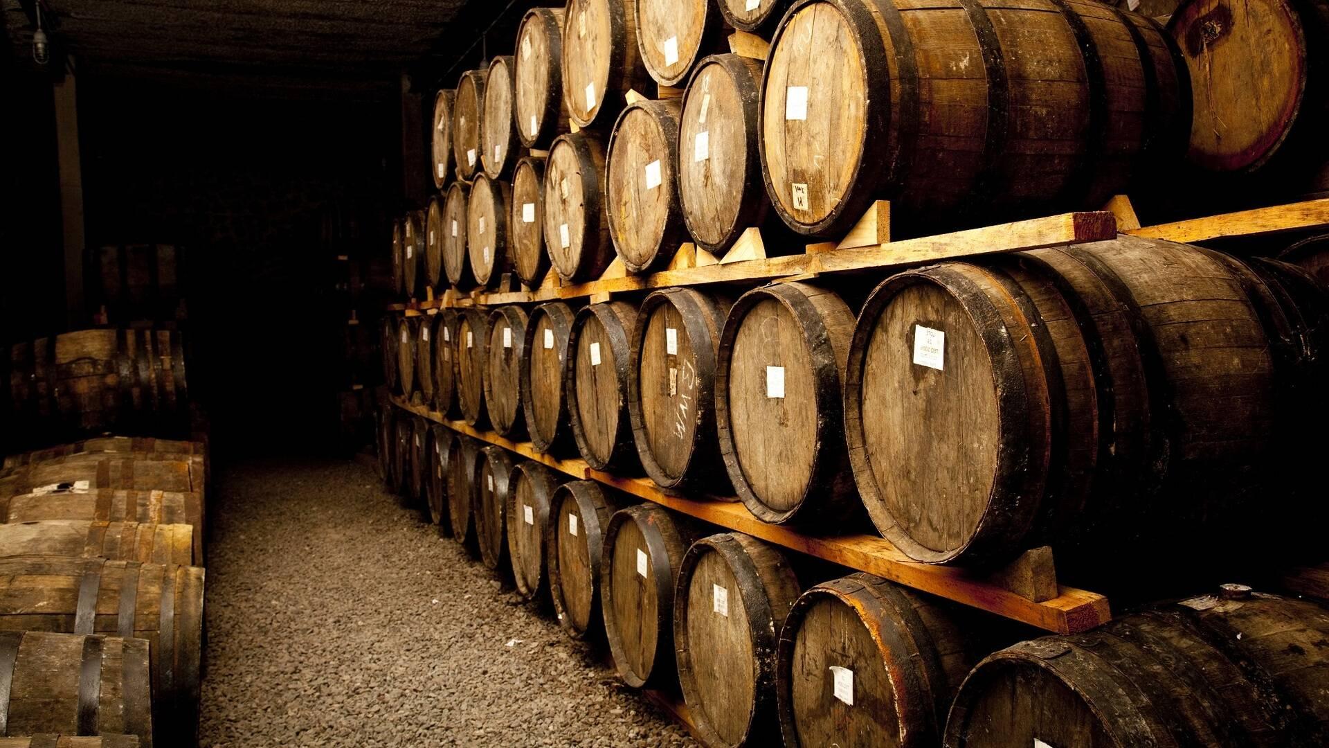 Intérieur d'un chai dans le pays du cognac - ©Shutterstock