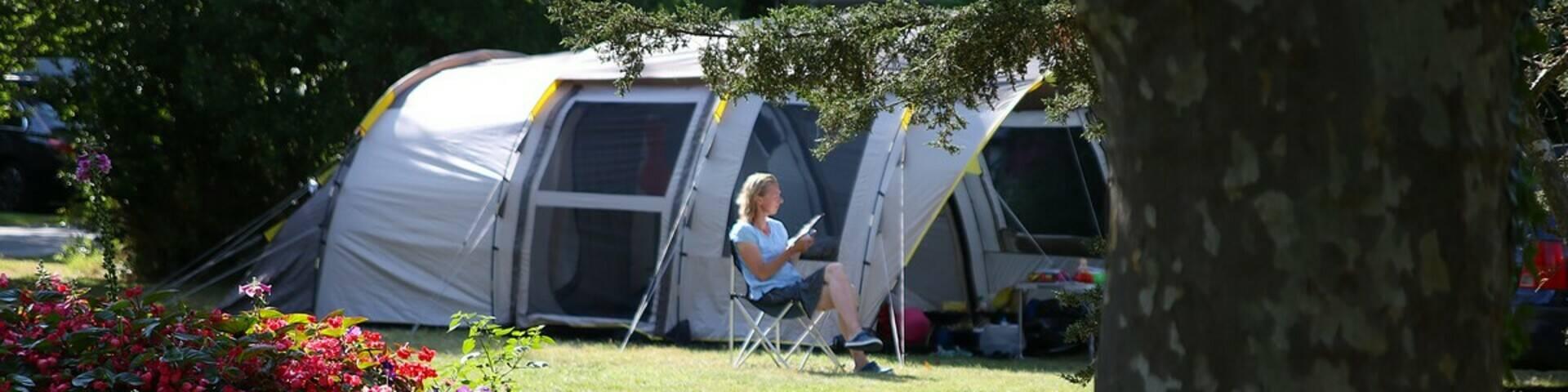 Lezen bij de tent