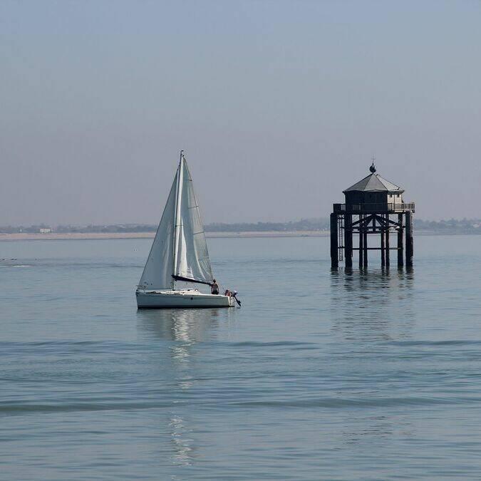 Vuurtoren 'Phare du Bout du Monde' uit de kust bij La Rochelle © Perrine BELIN / CMT