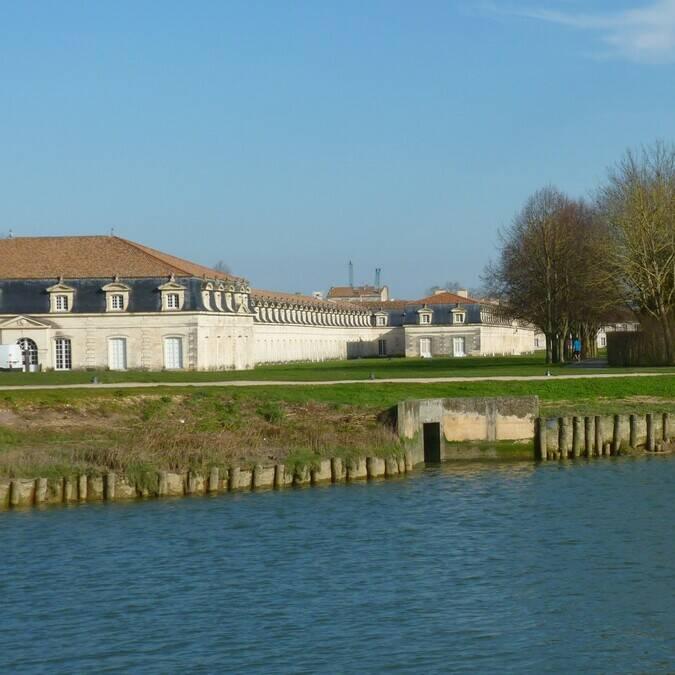 Oevers van de Charente vlak bij de Corderie Royale ©FDHPA17