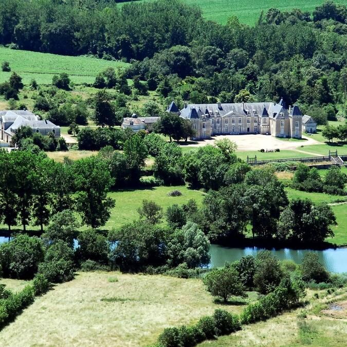 Luchtfoto van het château de Panloy - ©FDHPA17